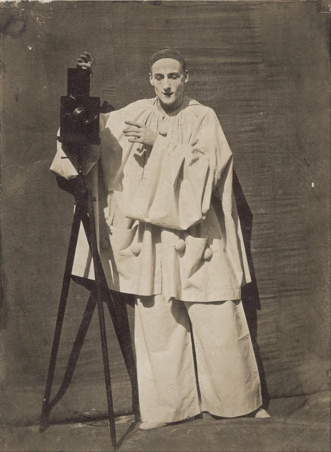f_lix_nadar_-_pierrot_the_photographer_-_google_art_project1366726087133-142101E30B467646C4D